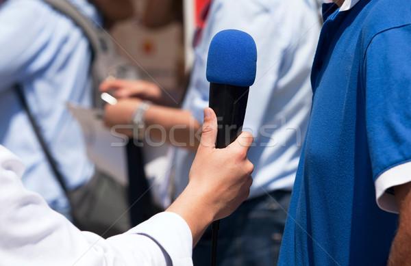 Sajtó interjú újságíró készít mikrofon kommunikáció Stock fotó © wellphoto