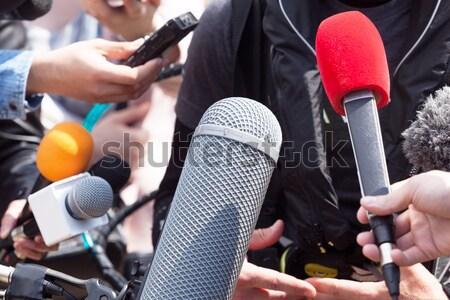 Medya görüşme gazeteci el mikrofon Stok fotoğraf © wellphoto