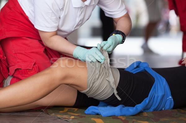 Elsősegély képzés láb sérülés mentős tevékenység Stock fotó © wellphoto