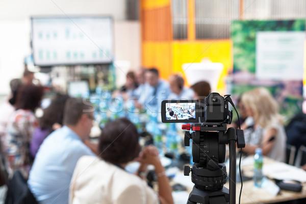 üzleti megbeszélés videókamera iroda megbeszélés munka asztal Stock fotó © wellphoto