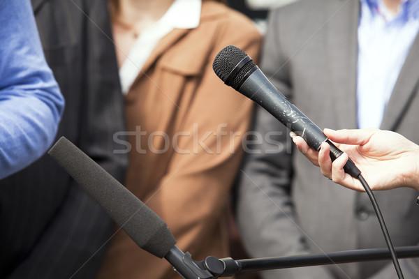 Media interview journalist microfoon krant Stockfoto © wellphoto