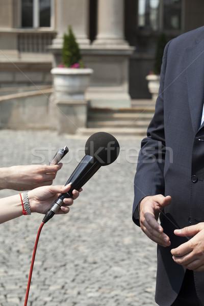 Interview journalist microfoon krant nieuws Stockfoto © wellphoto