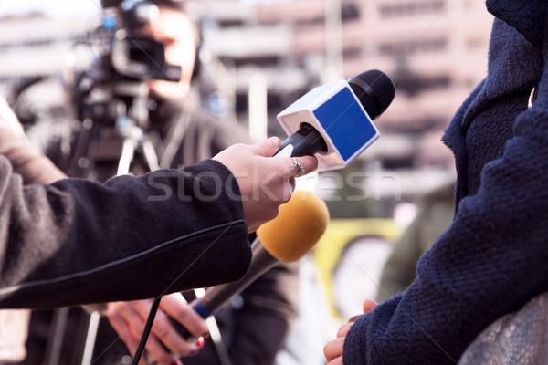 Tv interview media hand communicatie video Stockfoto © wellphoto