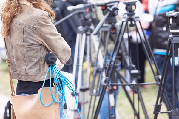 Női riporter vár hírek konferencia újságíró Stock fotó © wellphoto