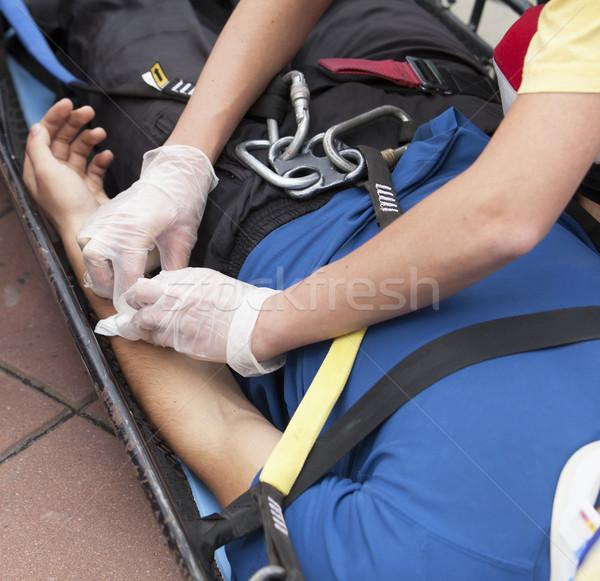 応急処置 救急医療隊員 適用 包帯 腕 事故 ストックフォト © wellphoto