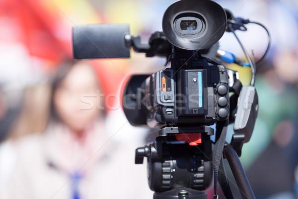 Caméra vidéo accent floue Homme journaliste télévision Photo stock © wellphoto