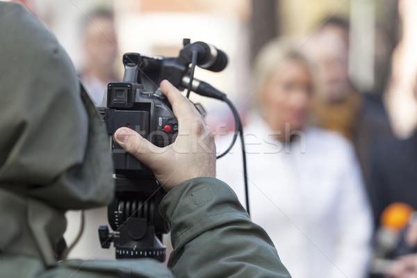Esemény videókamera kéz televízió mikrofon hírek Stock fotó © wellphoto