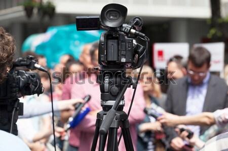 Videókamera hírek tv műsorszórás televízió mikrofon Stock fotó © wellphoto