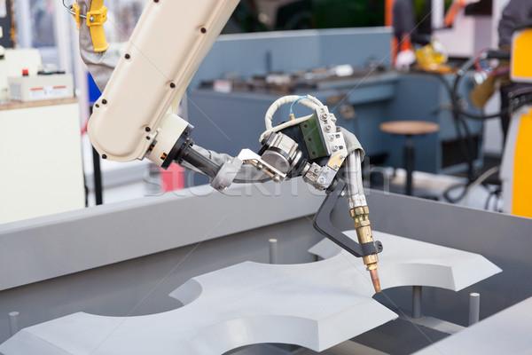 Industrial soldagem robótico braço robô metal Foto stock © wellphoto