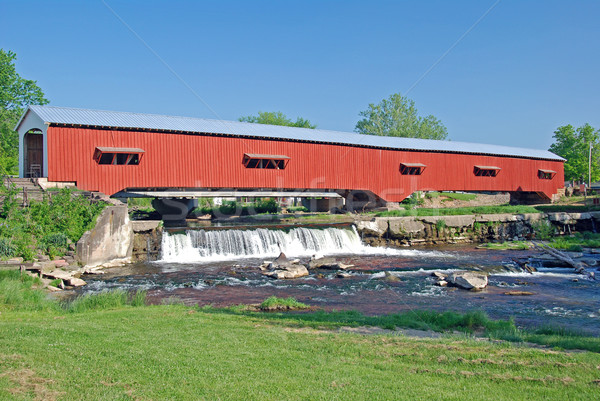 Couvert pont rural Indiana historique cascade Photo stock © wildnerdpix