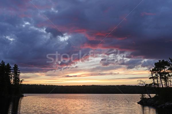 Pourpre nuages silhouettes coucher du soleil lac parc Photo stock © wildnerdpix