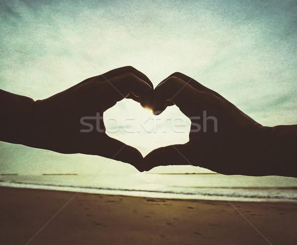 愛 ビーチ 心臓の形態 手 レトロスタイル 太陽 ストックフォト © winnond