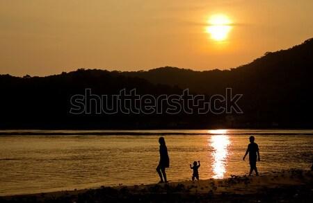 Felicidade família praia crianças amor feliz Foto stock © winnond