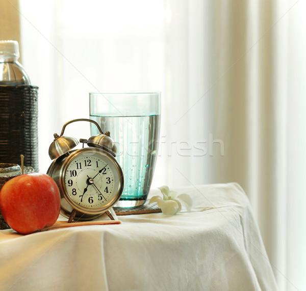 ストックフォト: 午前 · ベッド · 花 · 食品 · クロック · 背景
