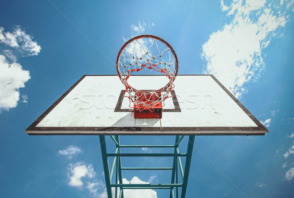 Ulicy koszykówki pierścień Błękitne niebo sportu tle Zdjęcia stock © winnond