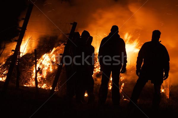 Personas viendo fuego naturaleza hombres noche Foto stock © winterling