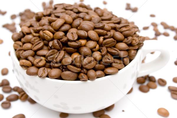 Ruw koffie koffie bonen beker geïsoleerd Stockfoto © winterling
