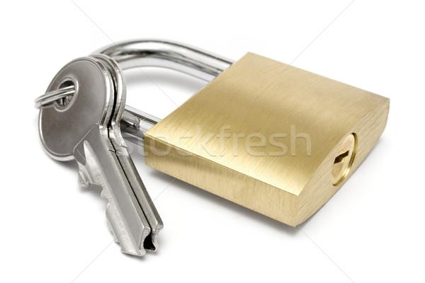 Kłódki klucze dwa dołączone złoty odizolowany Zdjęcia stock © winterling