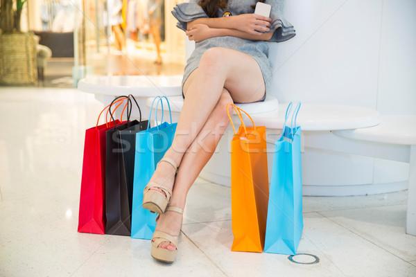 Vrouw mall Geel shirt Stockfoto © wxin