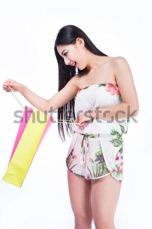 Fiatal nő bevásárlótáskák fehér fiatal barna hajú nő Stock fotó © wxin