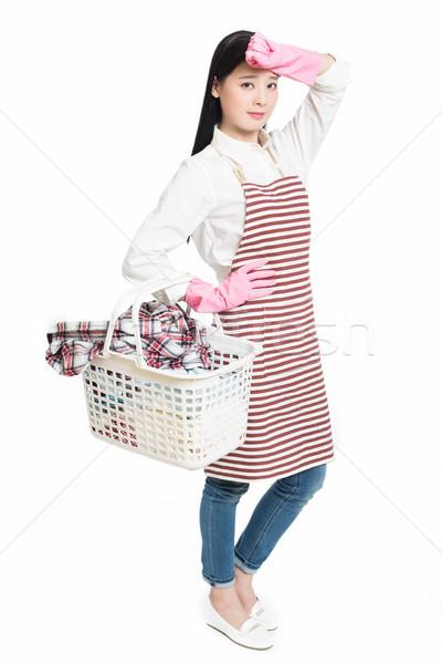 Nő házimunka tart kosár szennyes fiatal nő Stock fotó © wxin