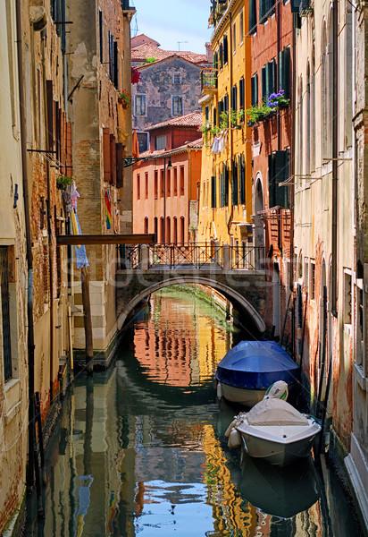 Estrecho canal calle colorido tradicional casas Foto stock © Xantana
