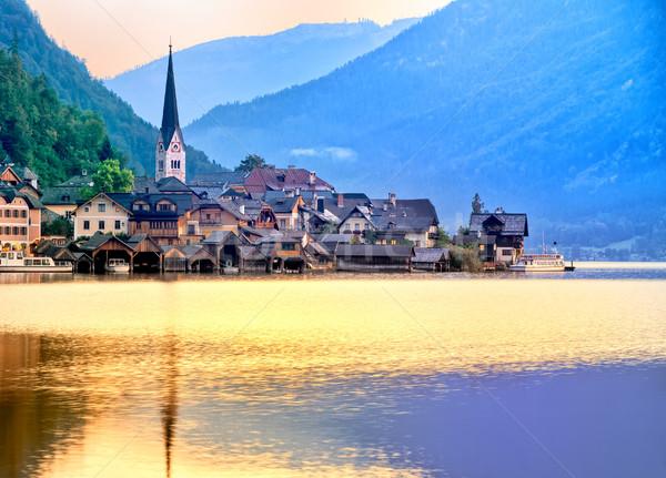 Cidade lago alpes montanhas Áustria Foto stock © Xantana