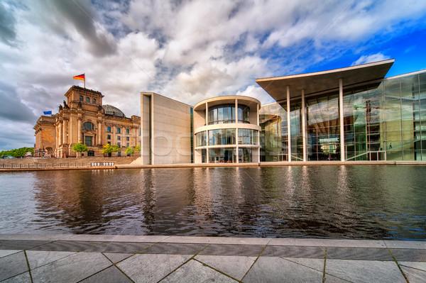 Eski yeni binalar Berlin Almanya nehir Stok fotoğraf © Xantana
