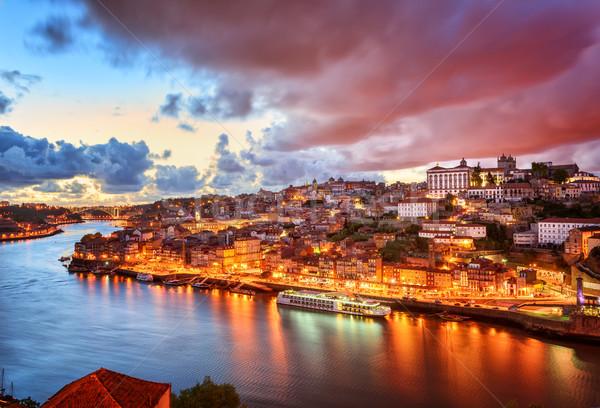 Dramatique coucher du soleil ciel eau ville bleu Photo stock © Xantana