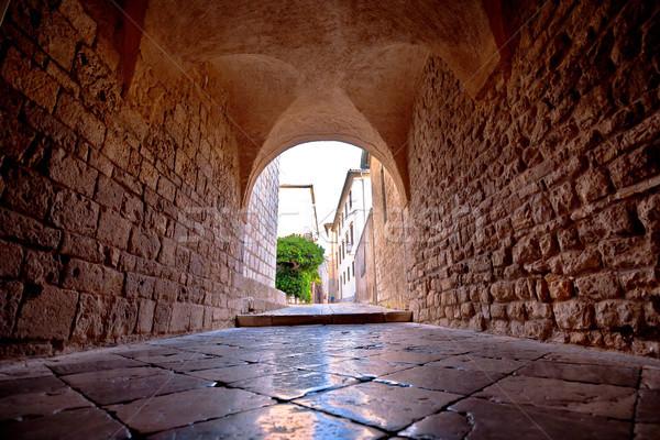 Ciudad histórico piedra pasaje vista región Foto stock © xbrchx