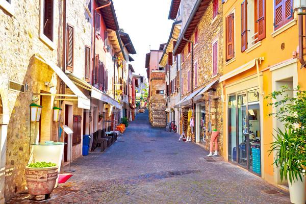 Ville coloré vue sur la rue touristiques destination région Photo stock © xbrchx