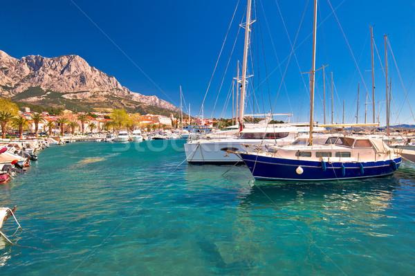 Idylliczny żeglarstwo wybrzeża widoku miasta wody Zdjęcia stock © xbrchx