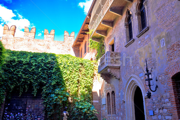 Patio and balcony of Romeo and Juliet house in Verona Stock photo © xbrchx