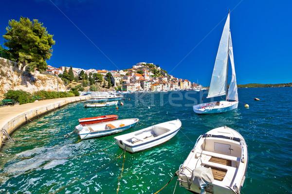 Unesco város part kilátás vitorlázik uticél Stock fotó © xbrchx