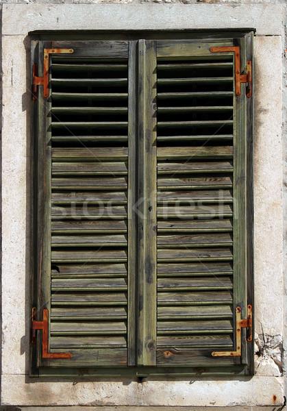 Grünen Fenster Fensterläden rostigen Stein Rahmen Stock foto © Ximinez