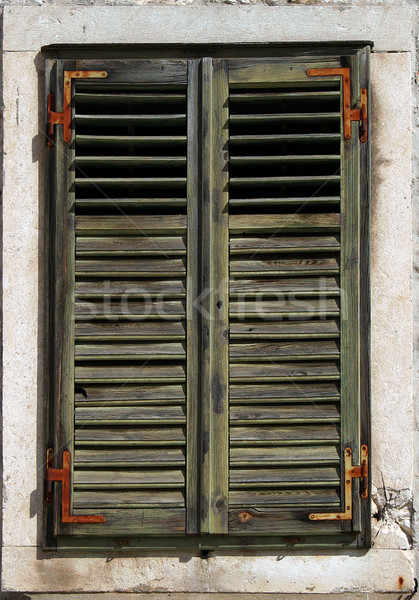 Verde ventana Rusty piedra marco Foto stock © Ximinez