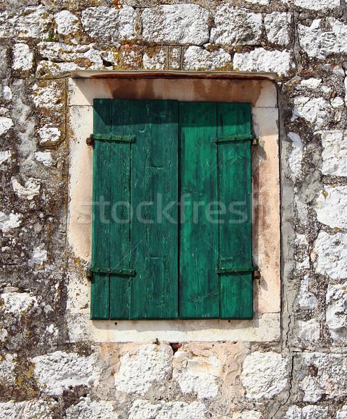 Grünen Fenster Fensterläden gemalt Steinmauer Haus Stock foto © Ximinez