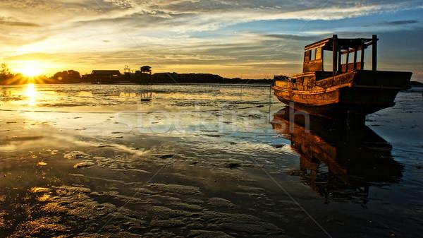 Absztrakt tájkép tenger csónak naplemente árapály Stock fotó © xuanhuongho