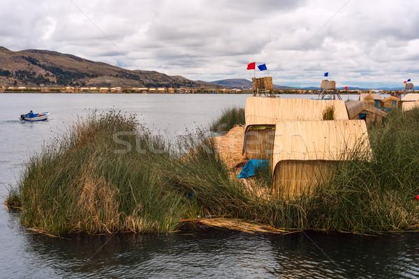 Casa flutuante lago Peru Foto stock © xura