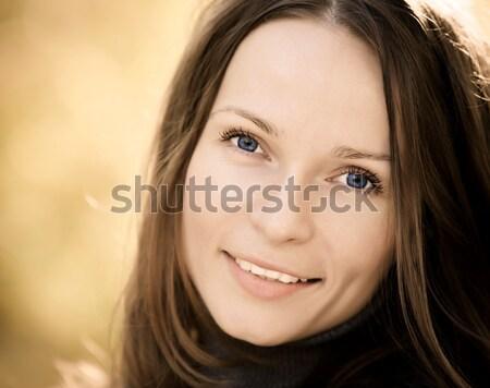 Stockfoto: Vrouw · najaar · mooie · jonge · vrouw · wazig · gelukkig
