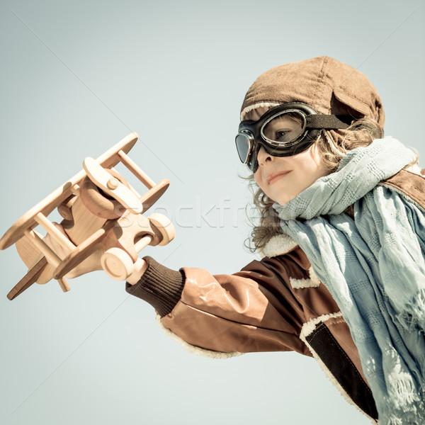 Feliz criança jogar brinquedo avião brinquedo de madeira Foto stock © Yaruta