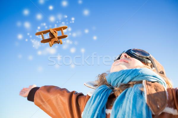 Foto d'archivio: Felice · kid · giocare · giocattolo · aereo · blu