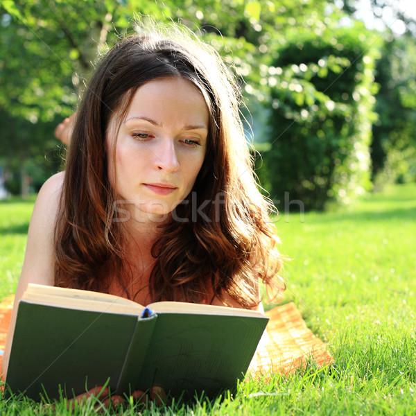 Sevimli kadın okuma kitap yaz park Stok fotoğraf © Yaruta