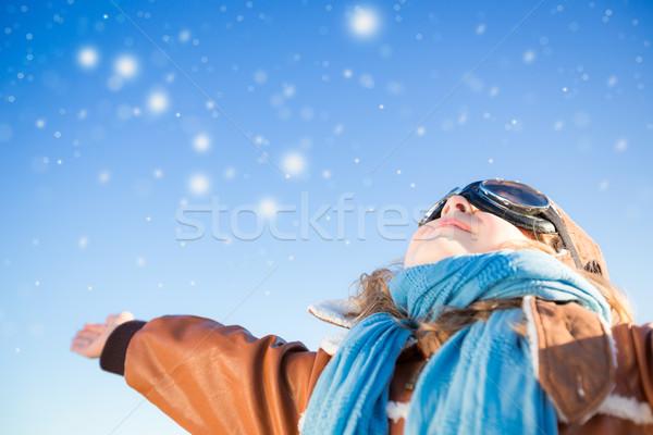 Foto stock: Feliz · criança · jogar · brinquedo · avião · azul
