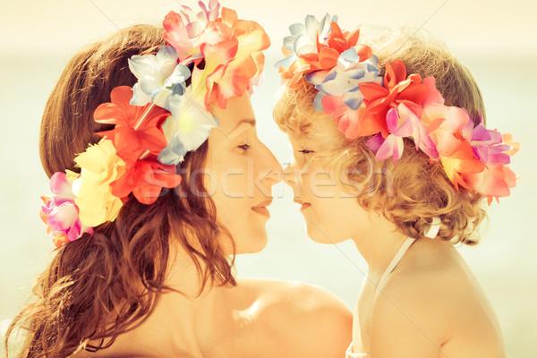 Foto stock: Mulher · criança · flores · grinalda · praia