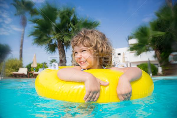 Nino piscina feliz jugando verano vacaciones Foto stock © Yaruta