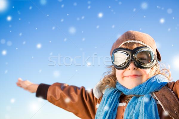 Zdjęcia stock: Szczęśliwy · dziecko · gry · rola · pilota · niebieski
