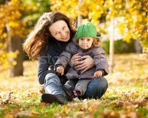 Stockfoto: Vrouw · kind · najaar · gelukkig · gezin · spelen