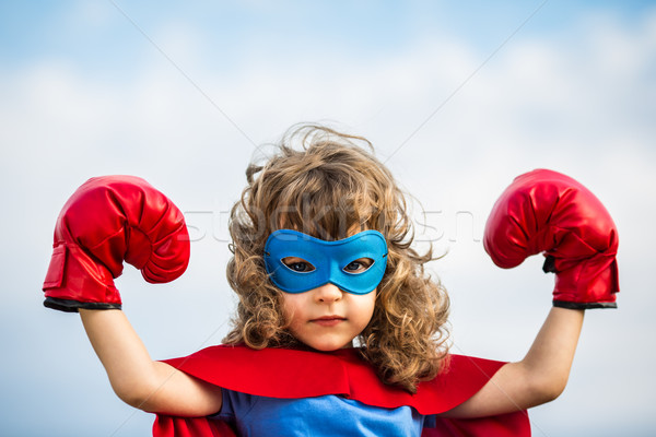 Kid fille pouvoir gants de boxe Photo stock © Yaruta