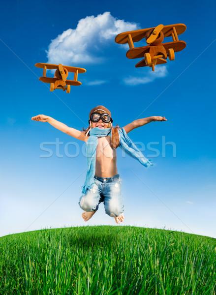 Feliz criança saltando ao ar livre piloto verde Foto stock © Yaruta